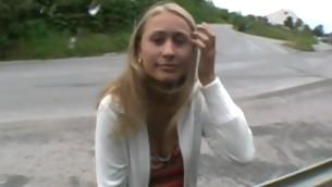 tenåring babe blowjob blonde utendørs amatør små pupper sædsprut hvit