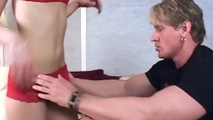 tenåring blowjob blonde hardcore tatovering små pupper