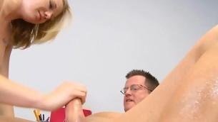 tenåring blowjob handjob blonde hardcore skolejente trimmet