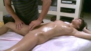 Massuer is having fun immense hawt honey a sensual massage