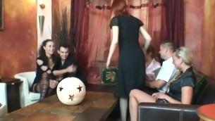 tenåring blowjob doggystyle gruppe handjob onani hardcore fitte slikking strømpebukse amatør