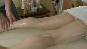 tenåring babe amatør olje massasje mykporno