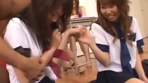 tenåring blowjob brunette gruppe naturlige pupper hardcore nærhet asiatisk uniform hårete fitte