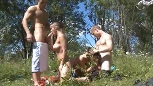tenåring blowjob doggystyle gruppe hardcore utendørs amatør fest drukket normale pupper