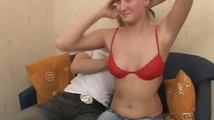 tenåring babe blonde barbert fitte naturlige pupper onani nærhet fitte slikking amatør russisk