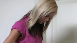 tenåring babe blonde lingerie amatør tynn casting