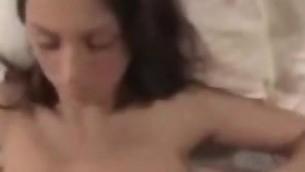 jeune pipe brunette branlette gros seins amateur fait maison douce