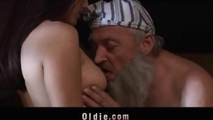 tenåring babe blowjob doggystyle gammel mann brunette gammel og ung 69 hardcore fitte slikking