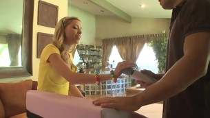 tenåring blowjob pornostjerne blonde barbert fitte hardcore leketøy massasje små pupper vibrator