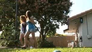 tenåring blowjob gruppe utendørs amatør sucking