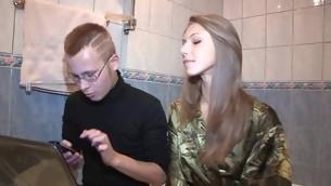 tenåring babe blowjob fitte slikking amatør russisk tynn kjæresten hanrei