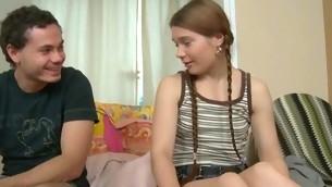 tenåring blowjob brunette hardcore amatør coed student små pupper pigtail