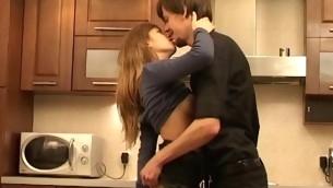 tenåring blowjob doggystyle kyssing brunette hardcore kjøkken amatør små pupper