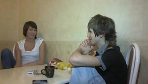 tenåring virkelighet brunette hardcore amatør piercing tatovering russisk små pupper kjæresten