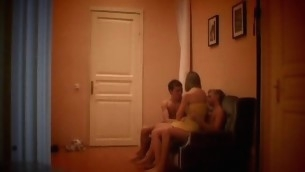 Hidden camera tapes how slutty chick gets double permeated