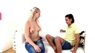 tenåring blonde barbert fitte hardcore amatør små pupper booty kåt rype hottie