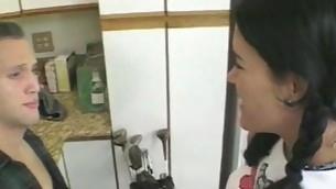 tenåring blowjob kjøkken amatør pigtail jeans