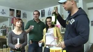 tenåring blowjob doggystyle gruppe onani fitte slikking amatør fest drukket sædsprut