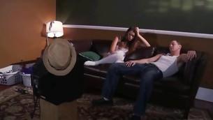 tenåring trekant brunette handjob stor kuk stor kuk sofa