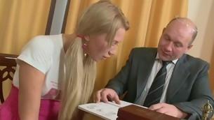 Teen Schätzchen Blowjob Doggystyle Greis Realität Blondine rasierte Muschi Alt und Jung Hardcore