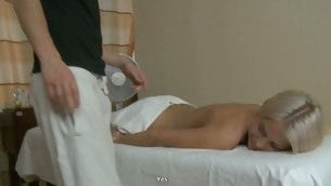 tenåring blowjob blonde hardcore massasje