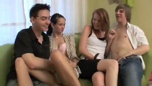tenåring blowjob brunette gruppe barbert fitte hardcore amatør fest små pupper tynn