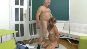 tenåring blowjob doggystyle gammel mann blonde gammel og ung hardcore amatør student normale pupper