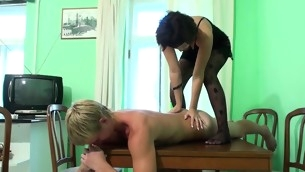 tenåring blowjob brunette barbert fitte hardcore amatør massasje sædsprut puling ekkel