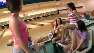 tenåring blowjob doggystyle pornostjerne gruppe hardcore fitte slikking store pupper fest offentlig