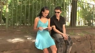 tenåring blowjob doggystyle brunette barbert fitte hardcore amatør normale pupper