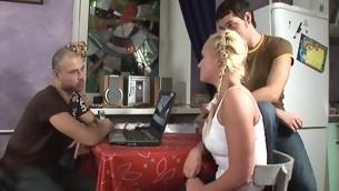 tenåring blowjob trekant handjob blonde ffm naturlige pupper onani hardcore nærhet