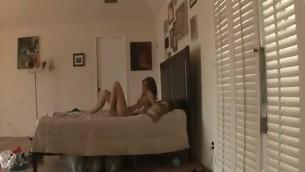 tenåring babe blowjob fitte slikking amatør fingring små pupper sofa hore puling