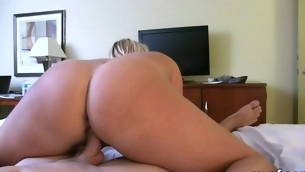 Wet wench loses deal when pulsating member bonks her