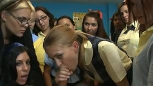 tenåring blowjob virkelighet gruppe hardcore amatør ridning sucking