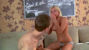 tenåring babe kyssing blonde anal hardcore fitte slikking sexy