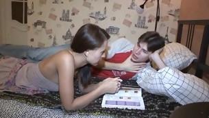 tenåring blowjob kyssing virkelighet brunette hardcore amatør russisk cowgirl små pupper