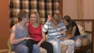 tenåring blowjob virkelighet gruppe blonde amatør fest