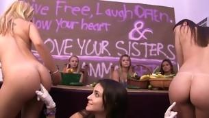 tenåring virkelighet gruppe ass fitte slikking amatør lesbisk høyskole fest tatovering