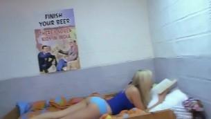 tenåring amatør lesbisk høyskole fest dorm