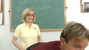 tenåring blowjob handjob blonde hardcore skolejente briller
