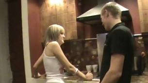tenåring babe blowjob kyssing hardcore kjøkken amatør kjønn tynn sucking