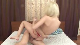 tenåring babe blowjob blonde barbert fitte naturlige pupper hardcore tatovering baller