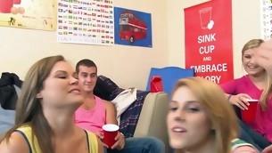 tenåring babe blowjob doggystyle kyssing gruppe hardcore amatør høyskole student