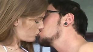 tenåring babe kyssing brunette hardcore store pupper utendørs amatør kjønn puling