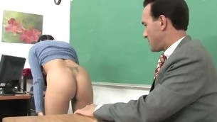 tenåring blowjob brunette hardcore uniform skolejente barbert pigtail briller