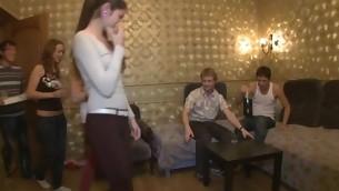 tenåring blowjob gruppe hardcore amatør fest drukket