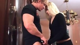 tenåring blowjob blonde hardcore tatovering små pupper