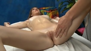 tenåring babe blowjob brunette barbert fitte hardcore massasje små pupper
